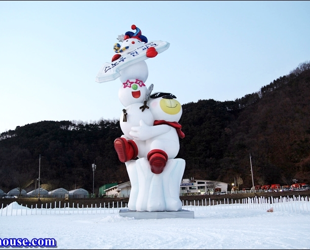 Hwacheon Sancheoneo Ice Festival (1)