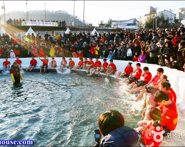 Hwacheon Sancheoneo Ice Festival (17)