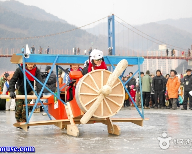 Hwacheon Sancheoneo Ice Festival (7)